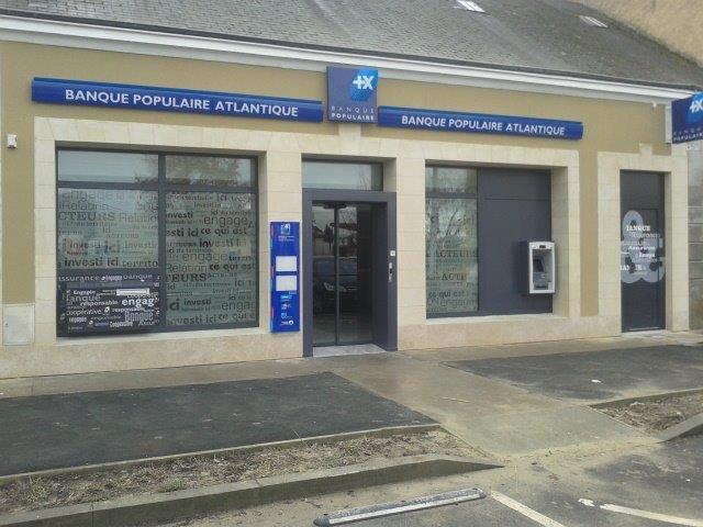 Ensemble façade banque | Servi-Loire
