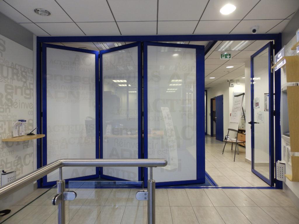 Séparation sécurisée ouverture agence bancaire