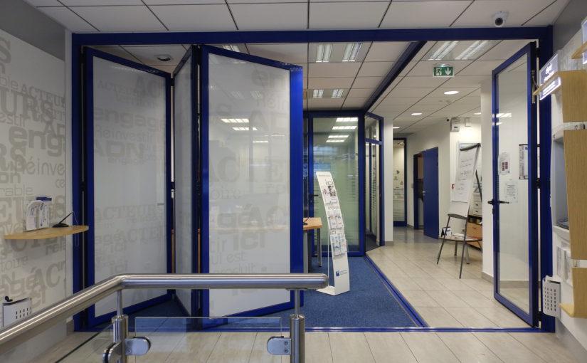 Séparation sécurisée ouverte agence bancaire