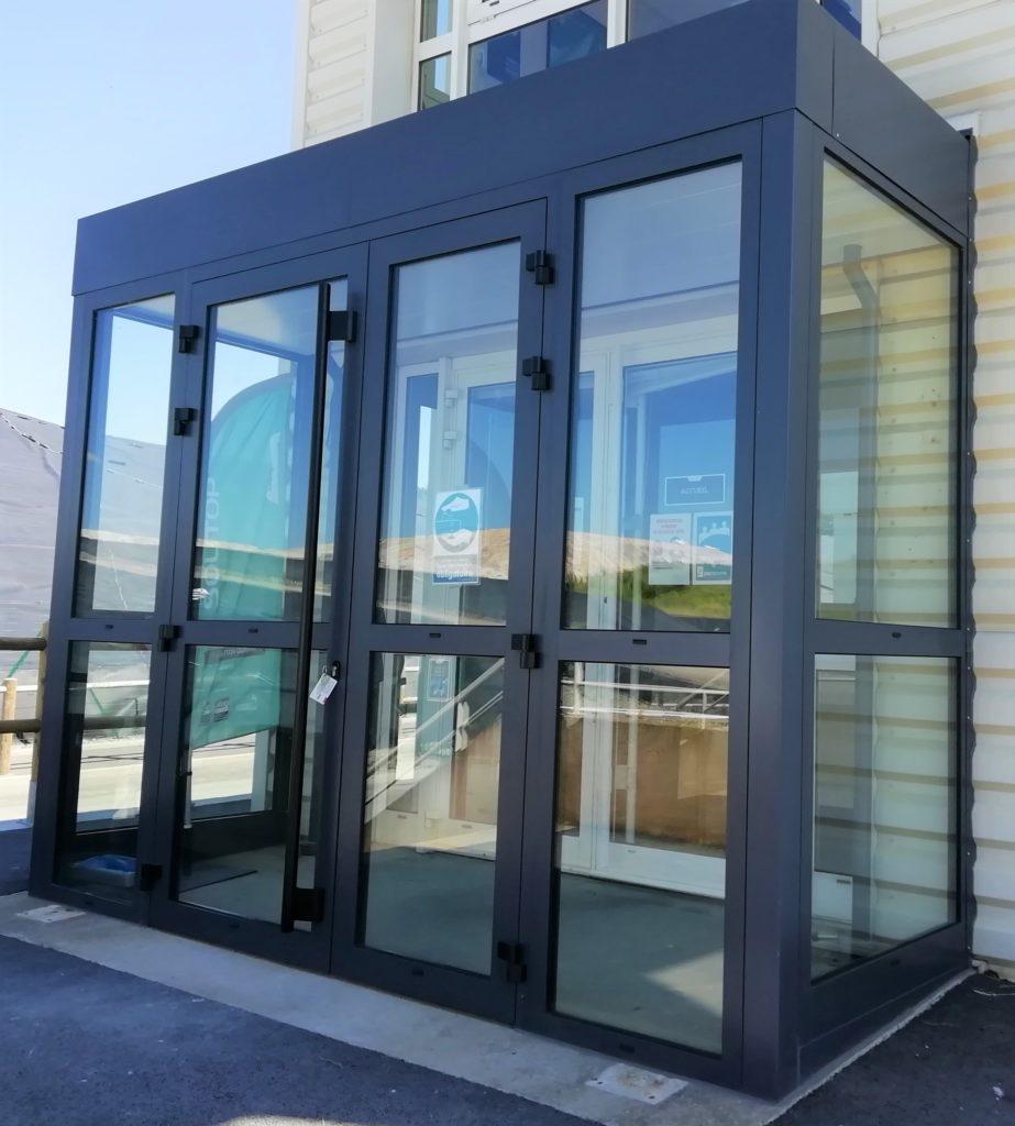 Hall d'entrée en menuiserie aluminium