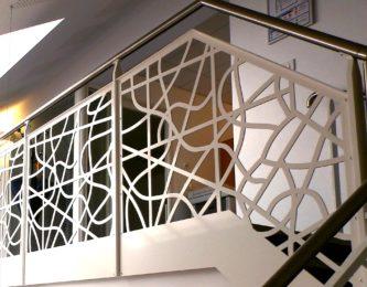 Garde-corps d'un escalier en découpe laser